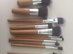 Awesome super cheap makeup brushes by Elroyel.